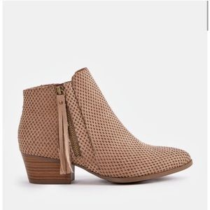 """Justfab """"Leighton"""" taupe ankle bootie"""